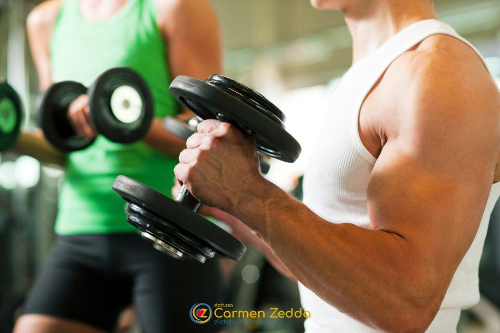 Dieta-sportiva-uomo-pesi